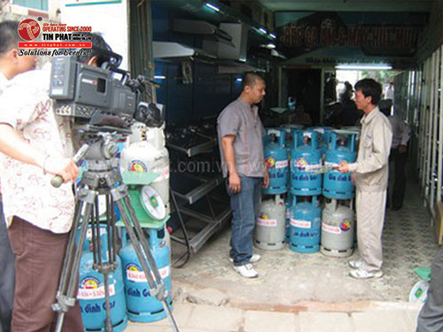 Producing advertising film